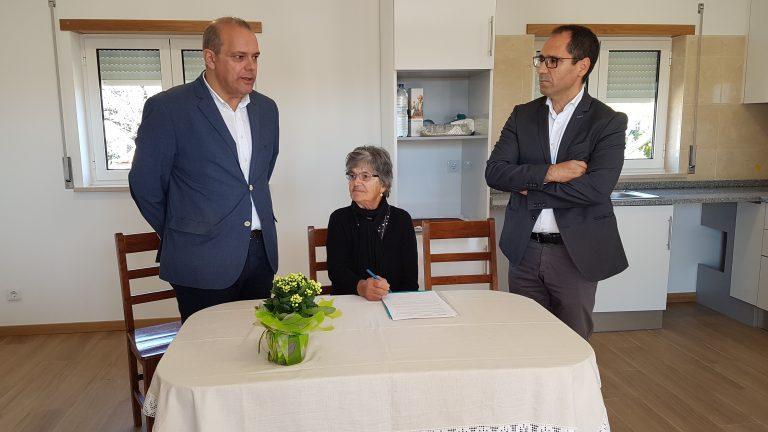 Rádio Regional do Centro: CCDRC entrega casa reconstruída a vitima dos incêndios de 2017
