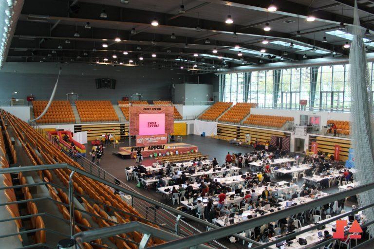 Rádio Regional do Centro: Pavilhão Mário Mexia acolhe centenas de pessoas em maratona tecnológica