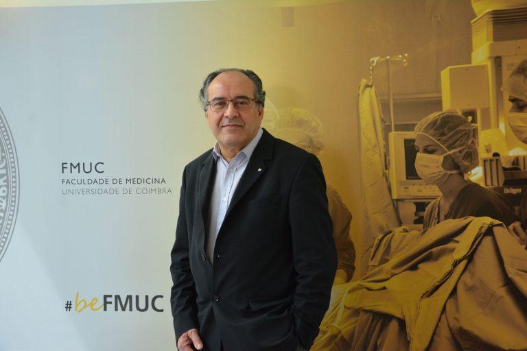 Rádio Regional do Centro: Manuel Antunes recebe medalha de ouro da FMUC
