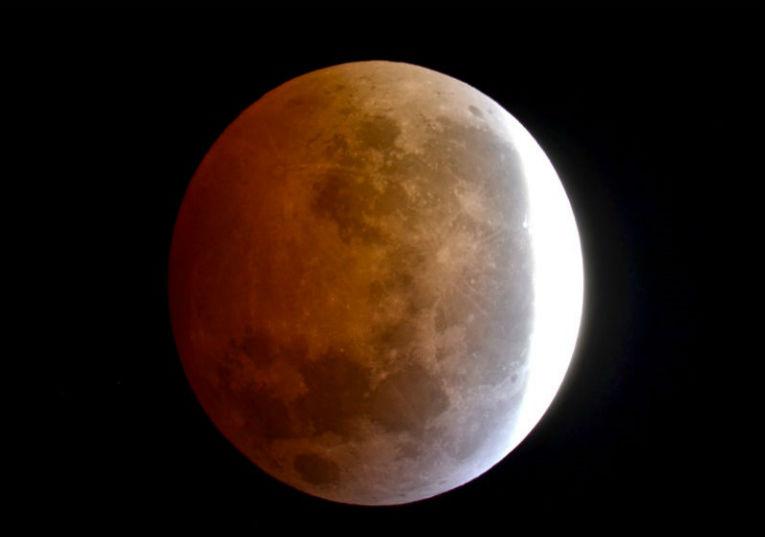 Rádio Regional do Centro: Eclipse parcial da Lua vai ser hoje visível em Portugal