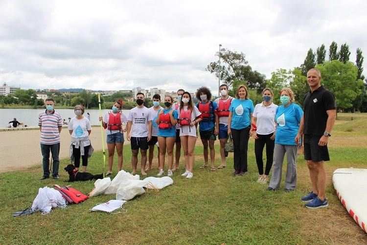 Rádio Regional do Centro: Estudantes de enfermagem limpam Mondego em acção de voluntariado