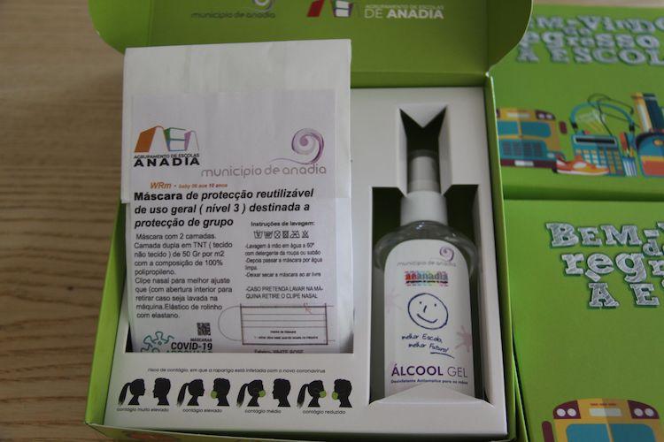 Rádio Regional do Centro: Anadia distribui kit's de protecção individual a alunos