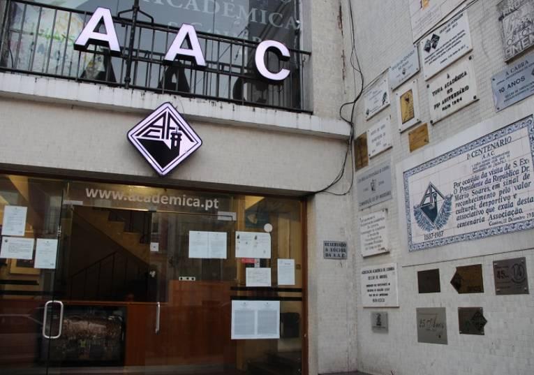 """Rádio Regional do Centro: Covid-19: AAC critica """"medidas de apoio inócuas"""" do Governo"""