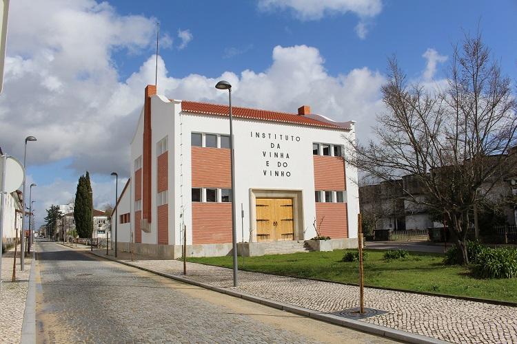 Rádio Regional do Centro: Mealhada coloca a concurso antiga destilaria do Instituto da Vinha e do Vinho