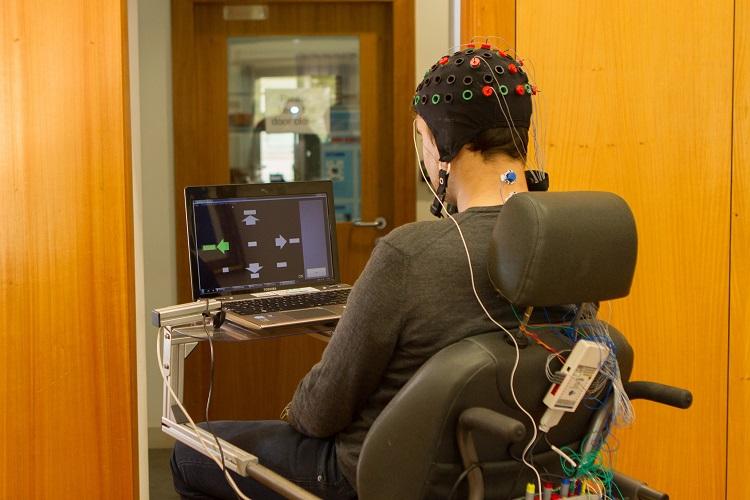 Rádio Regional do Centro: Sistema que controla cadeiras de rodas através do cérebro tem precisão de 100%