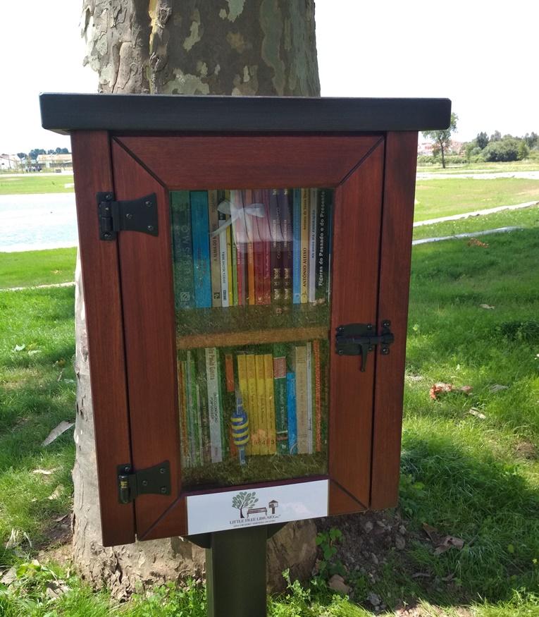 """Rádio Regional do Centro: Anadia adere ao projecto """"Pequenas bibliotecas livres"""""""