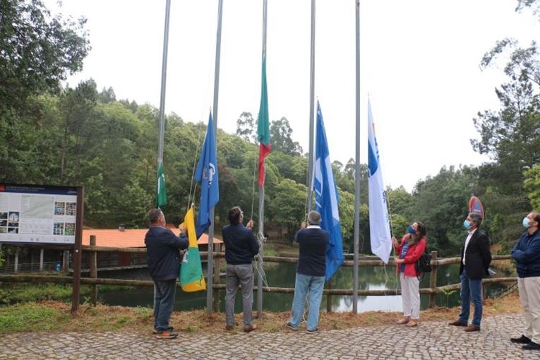 Rádio Regional do Centro: Penela: Praia da Louçainha hasteou Bandeira Azul e Praia Acessível