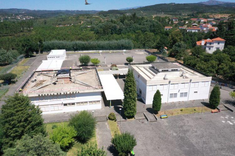 Rádio Regional do Centro: Arganil está a remover o amianto nas escolas de Côja e Pombeiro da Beira