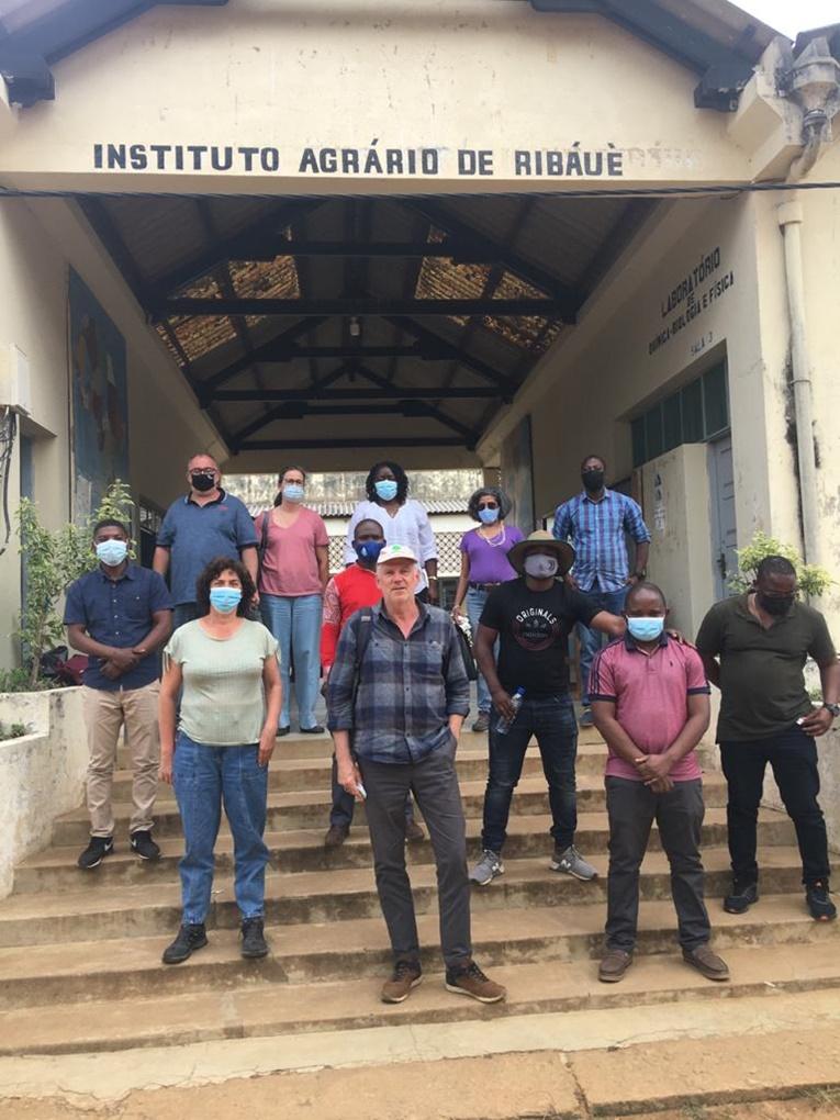Rádio Regional do Centro: Comitiva da ESAC esteve em missão em Moçambique