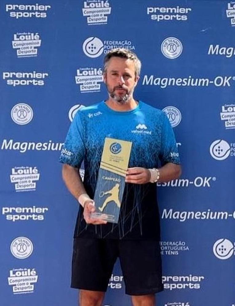 Rádio Regional do Centro: Conimbricense Matthieu Garcia conquistou três troféus em campeonato de ténis no Algarve